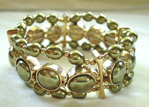 Vintage Monet faux green pearls stretch bracelet