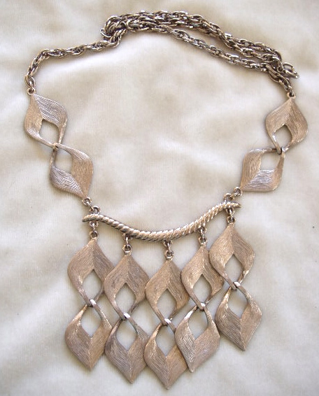 Silver tone textured dangles necklace