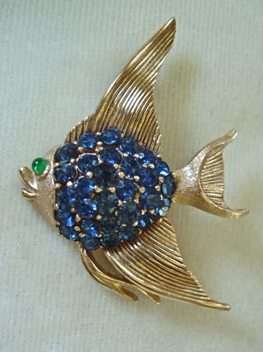 Adorable Trifari blue rhinestone angelfish brooch