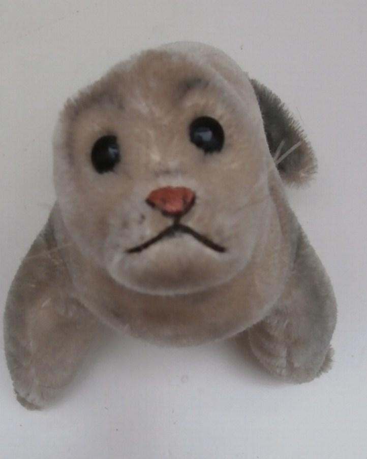 Steiff Larger Robby Seal , 1954 to 1963, Steiff Button