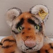 Steiff Tiger Hand Puppet, 1968 to 1978, Steiff Button