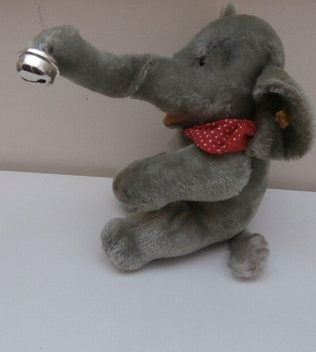 Steiff Jumbo The Elephant, 1967 to 1975, Steiff Button