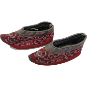 Chinese Childrens Cloth and Embroidered Shoes for Doll