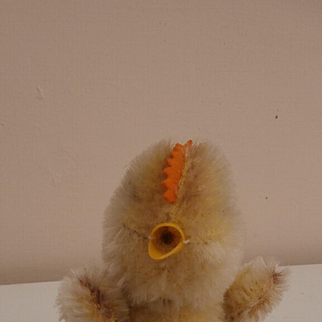 Cute Smallest  Steiff Chick,  Steiff Button, 1958 to 1964