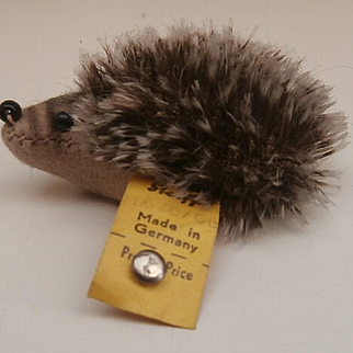 Steiff Joggi Hedgehog, 1968 to 1970's, Steiff Button