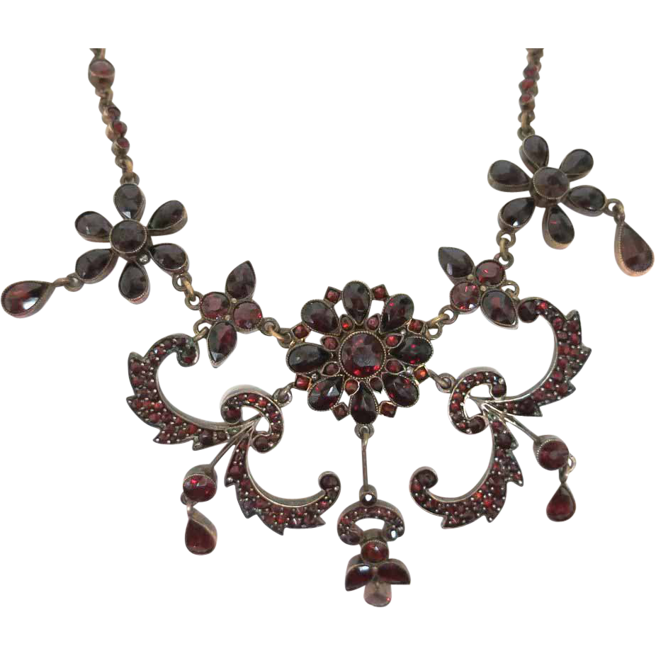 Striking Victorian Bohemian Garnet Necklace