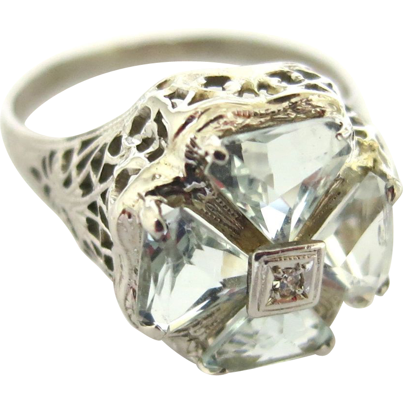 Glittering Aquamarine Ring in 14K White Gold