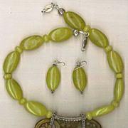 Jade (Serpentine?) beads : Jumbo Jade