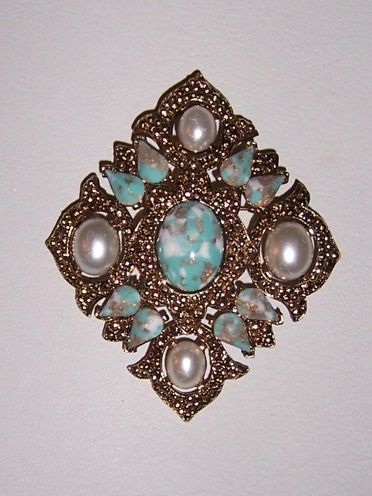 """Vintage Sarah Coventry Brooch """"Remembrance"""" Book Piece"""