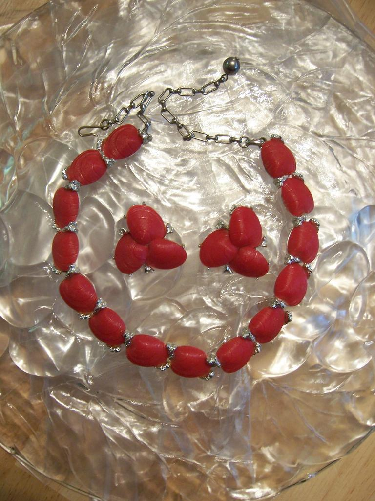 Red Demi Parure Earrings and Necklace Shells