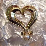 AVON Abstract Heart with Faux Pearl Half Cabochon