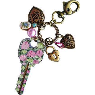 Vintage Key Hand Painted Roses Flowers Purse Clip Accessory Pendant Heart Charms