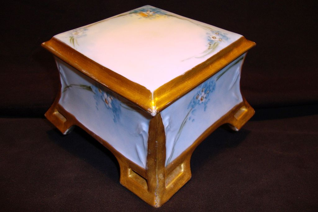 Outstanding Limoges Porcelain Dresser Box ~ Hand Painted with Forget-Me-Nots ~ Coiffe France 1891-1914