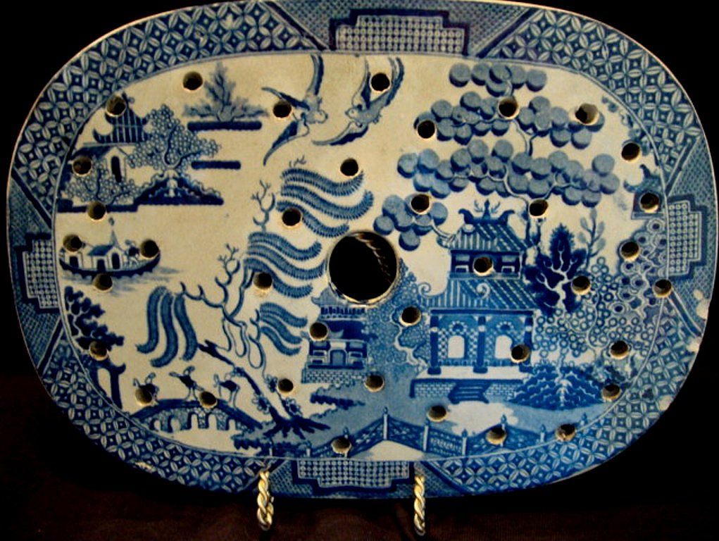 REDUCED!! Wonderful Earthenware Meat Drainer / Strainer for Platter ~ Blue Willow Pattern