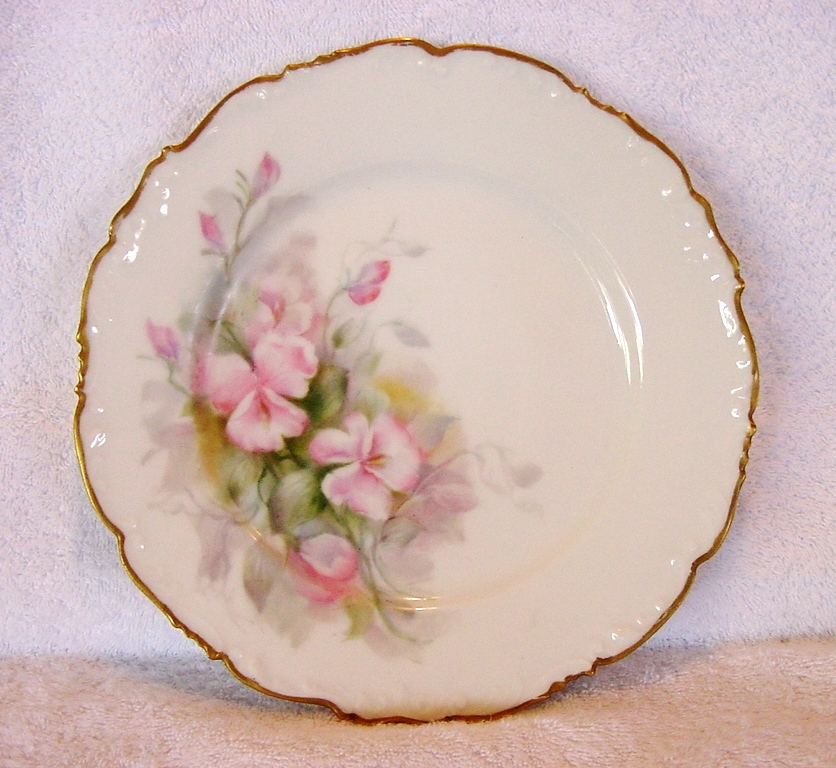 : Superb Limoges Porcelain Cabinet Plate ~ Hand Painted with Delicate Pink Sweet Pea Flowers ~ Tressemann & Vogt  (T & V) 1907-1919