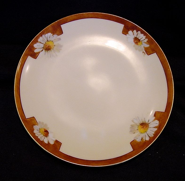 Wonderful Bavarian Porcelain Cabinet Plate ~ Hand Painted with Daisies by Caines Studio Artist ~ FRITZ THOMAS PORCELAIN FACTORY Germany  / Caines Studio 1908 +