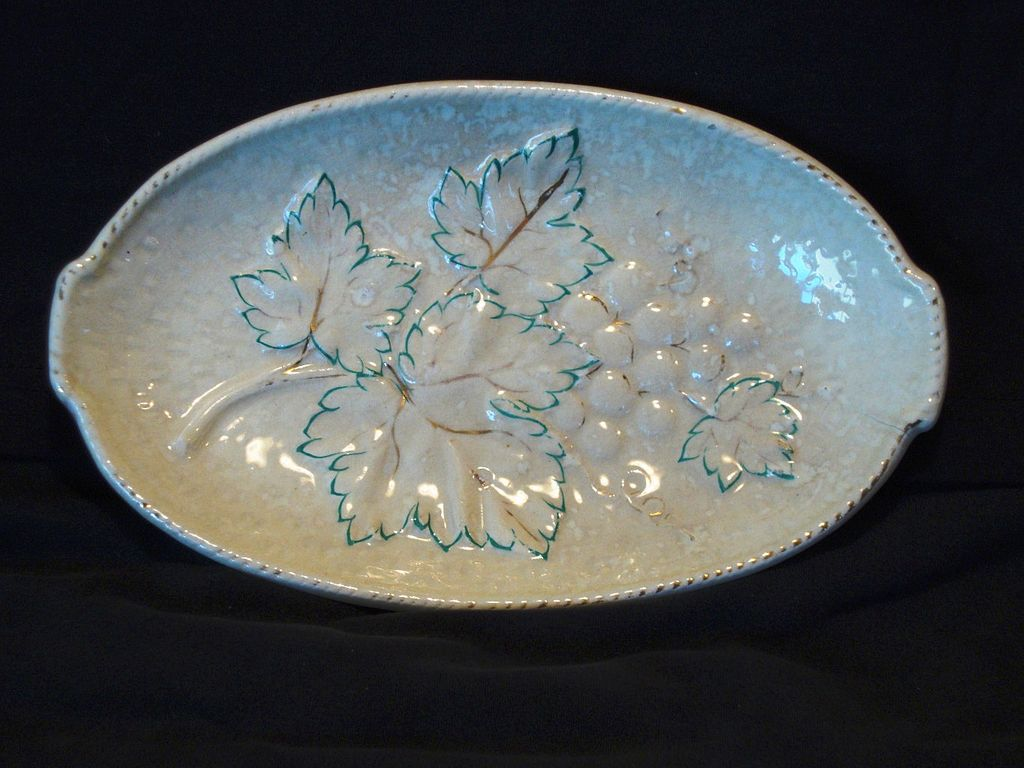 Nice American Avalon Faience Majolica  Platter ~ Leaves and Grapes ~ Chesapeake Pottery ~ David Haynes & Co Baltimore MA 1882-1890