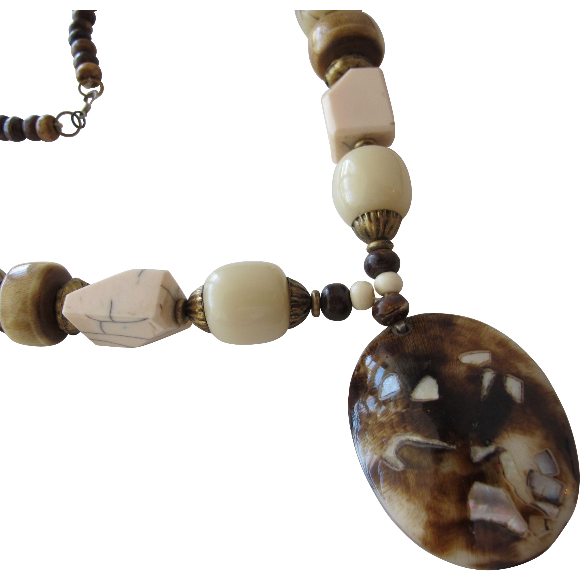 Necklace with Shells Beads MOP and Wood Vintage Like New