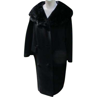 Coat Beaver Fur Collar Vintage 1940's Large Buttons Quality Warm