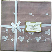 Five Piece 1960s Luncheon, Tea or Bridge Tablecloth with Napkins MIP