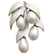 1960s Jingly Jangle Multi Dangle Brooch Faux Pearl Drops