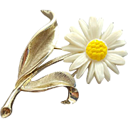 Darling Daisy Brooch Vintage Minty Sweet Sarah Coventry Book Piece