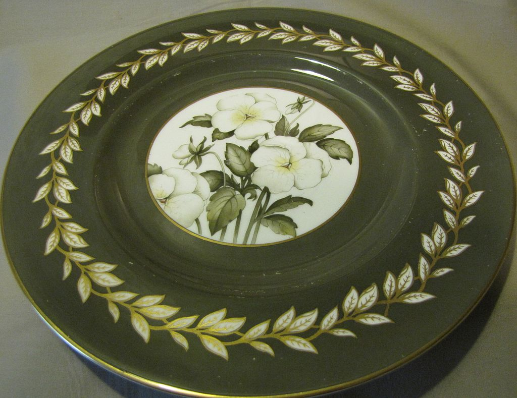 Lovely Royal Worcester Porcelain Plate, VIOLA, 1944-55.