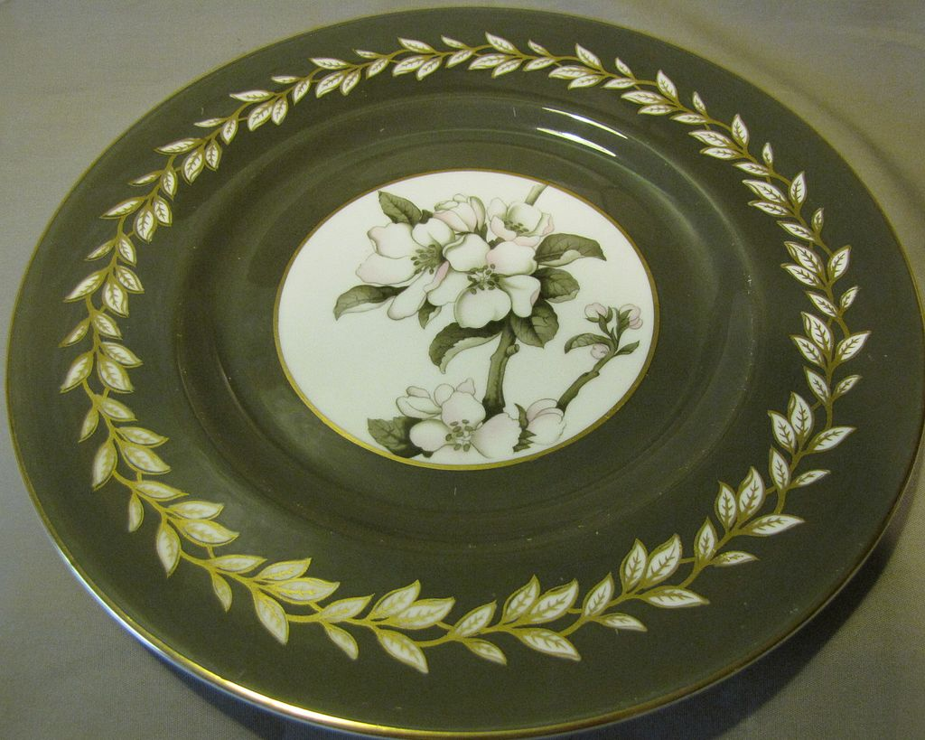 Lovely Royal Worcester Porcelain Plate, APPLE BLOSSOM, 1944-55.