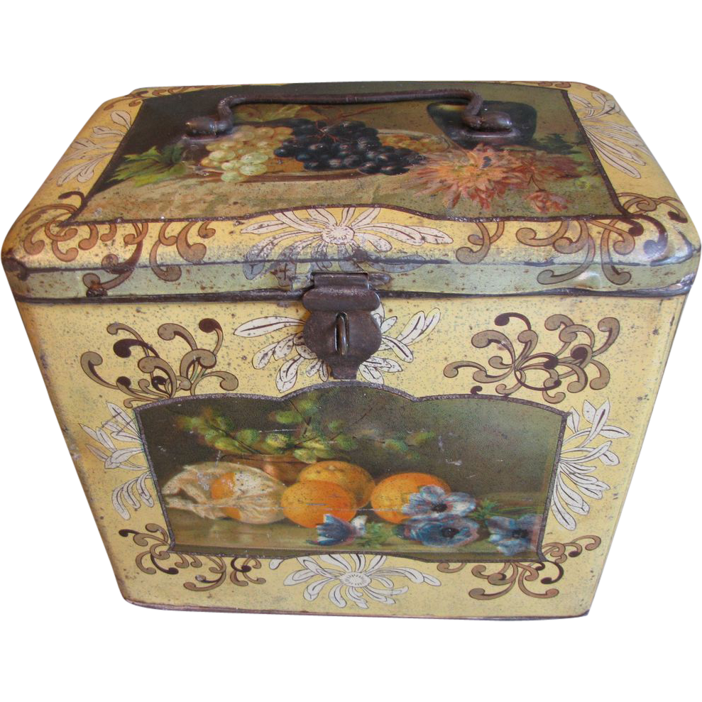 Large Vintage Bekkers Biscuit Tin, Still Life Images