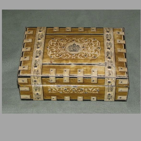 Circa 1931 British Biscuit Tin, Huntley & Palmers, WOOD & IVORY