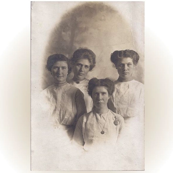 Circa 1900 Photograph of Four Young Women