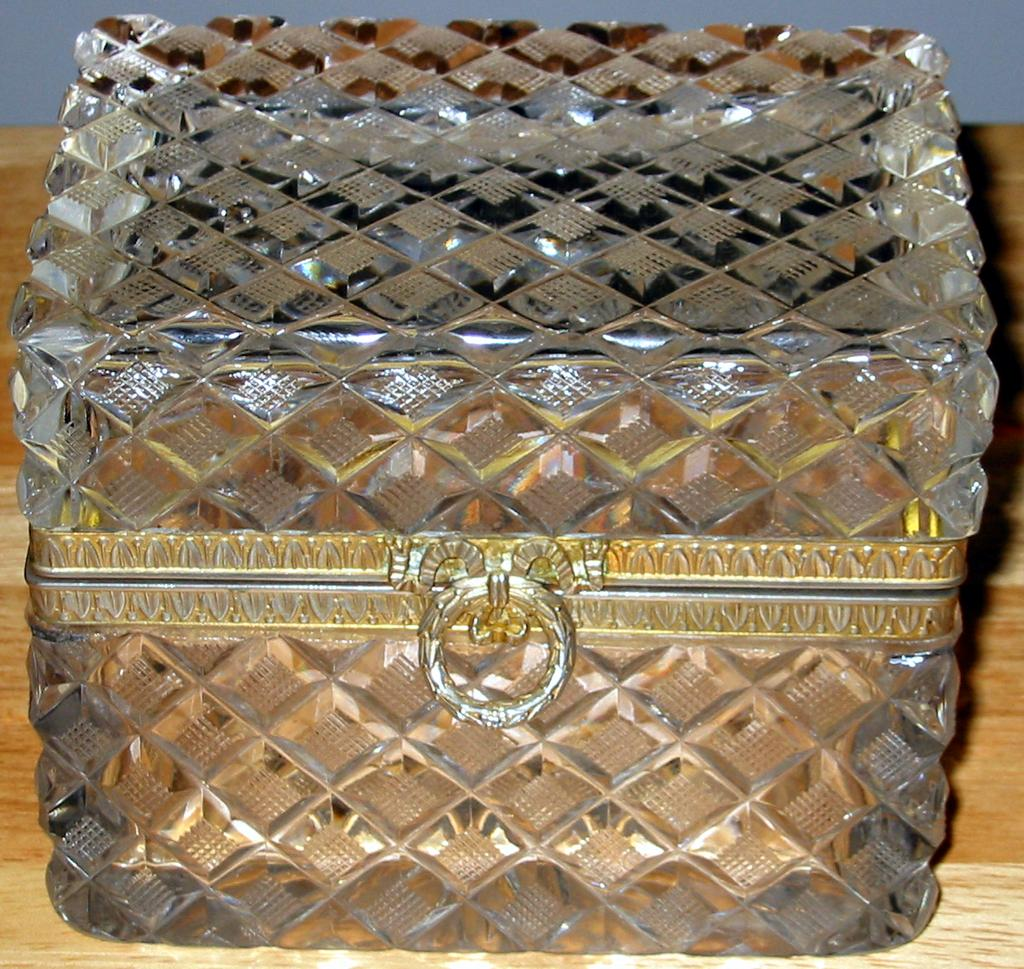 Crystal Casket Box Diamond Cut Art-Deco-Design Large