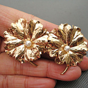 Vintage Retro Bold 14K Yellow Gold Earrings Lily Pad Lotus Leaves cultured Pearl