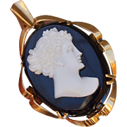 Well Carved 1930s 18K Yellow Gold Italian Shell Cameo Onyx Pendant or Pin Brooch 10.6 Grams