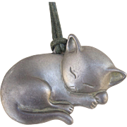 C1985 Gayle Clark Signed and Dated Pewter Sleeping Cat Pendant