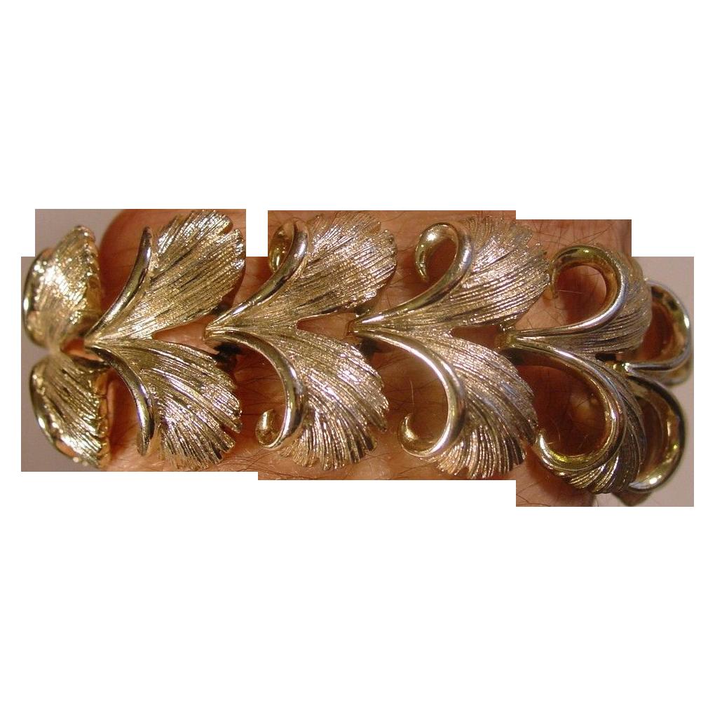 """Lisner ~ Bracelet ~ 6 1/2"""" Gold Tone Metal ~ Feathered V's"""