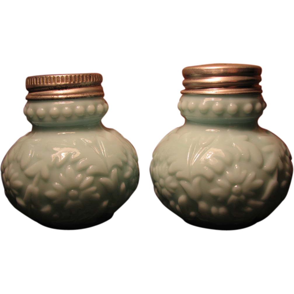 Consolidated Glass Victorian 'Beaded Dahlia' salt / pepper shaker set