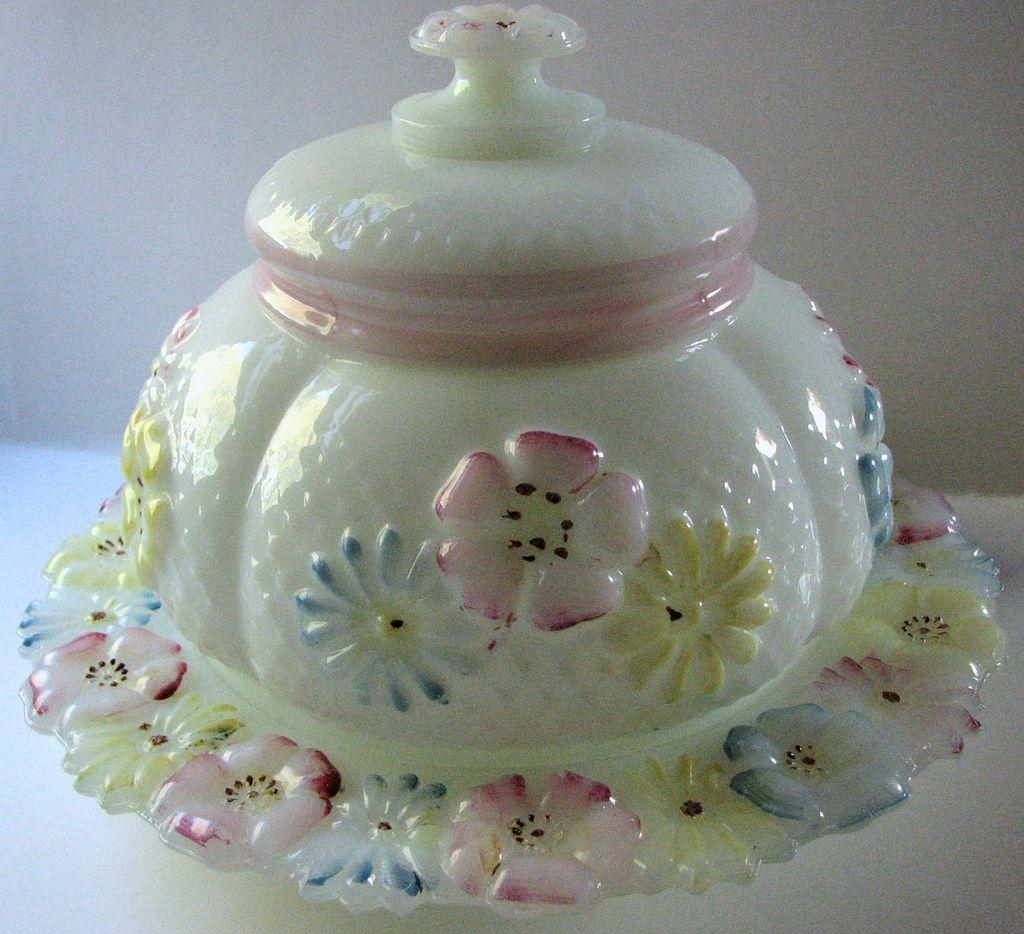 Consolidated Eapg Cosmos Pattern Milk Glass Antique