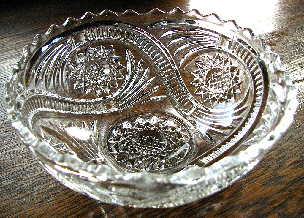 Eapg Imperial glass Hobstar and Tassel pattern bowl