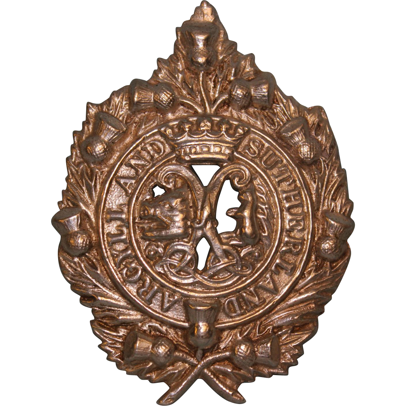 ARGYLL and SUTHERLAND Highlanders Cap Badge Thistles Celtic knotting Crown