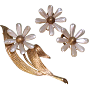 Mother of Pearl leaf and Flower 14K Vintage Brooch and Earring set Yellow Gold