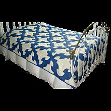 """Vintage Blue & White Patchwork """"Drunkard's Path"""" Quilt"""