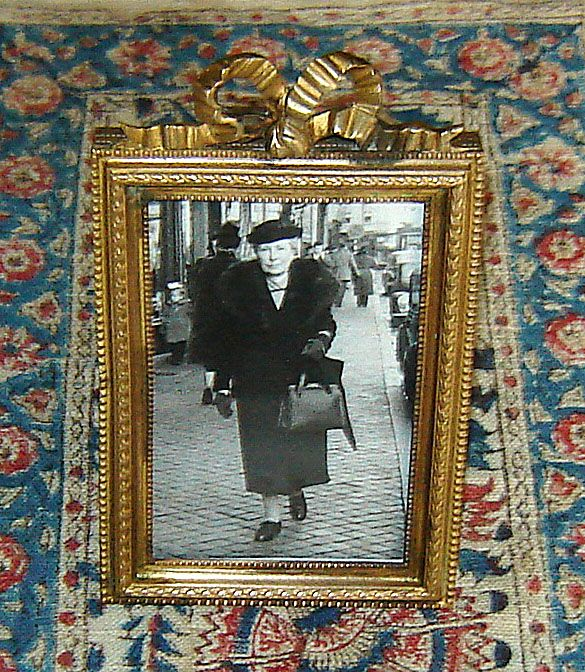 Brass Table-Top Picture Frame with Fancy Bow