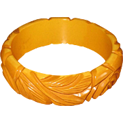 Vintage Carved Caramel Bakelite Bangle Bracelet