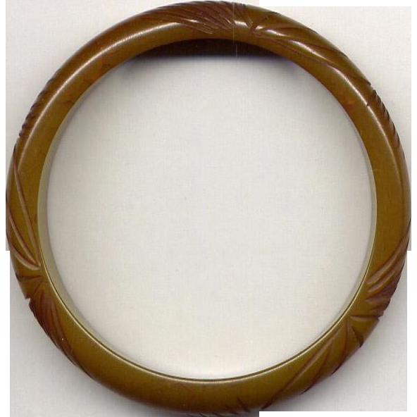 Olive Green Vintage Bakelite Bangle Bracelet with Carving