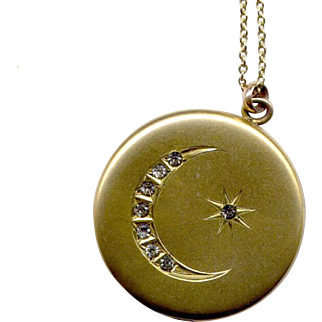 """Round Victorian Gold-Filled Locket with 22"""" Chain"""