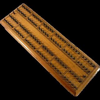 De La Rue Hedgehog Cribbage Board