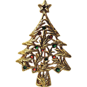 New View signed Holly Leaf Christmas Tree Pin ~ RARE