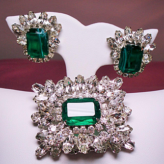 Vintage D&E Juliana Faux Flawed Emerald Navette Rhinestone Brooch Earrings Demi Parure