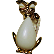 Vintage Trifari White Milk Glass Kitty Cat Brooch